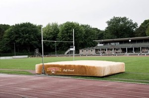 Guerrilla-Marketing-Bread-Pole-Vault-Landing-Pad